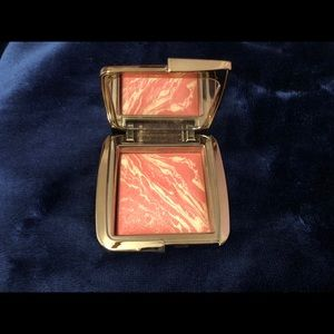Hourglass blush (diffused heat)